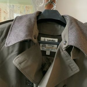 New London Fog lined Men's Trenchcoat, size 44L